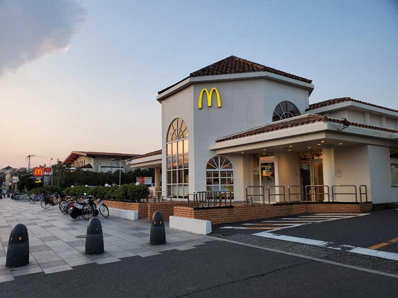 マクドナルド江ノ島店は通常営業