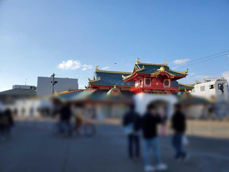 片瀬江ノ島駅はそれなりに人がいる