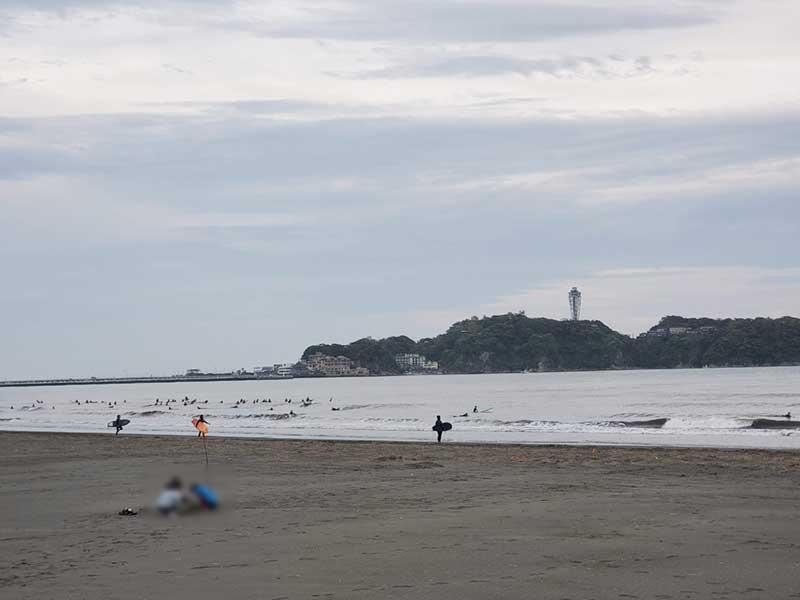 もちろん海はサーファーだらけ