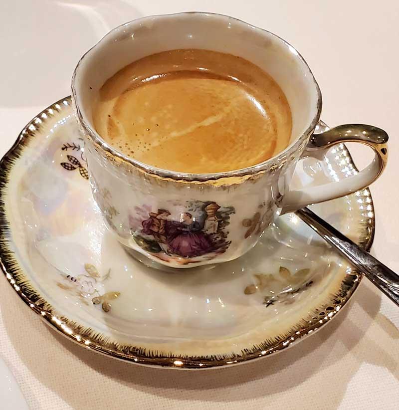 食後のコーヒーを優雅に