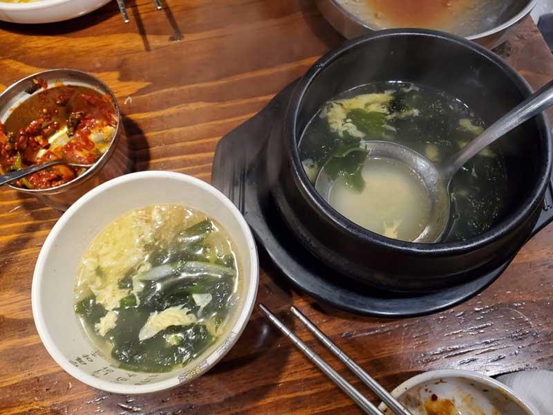 温かい卵スープ