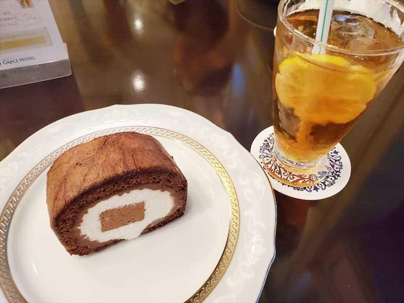 チョコロールケーキとアイスレモンティー