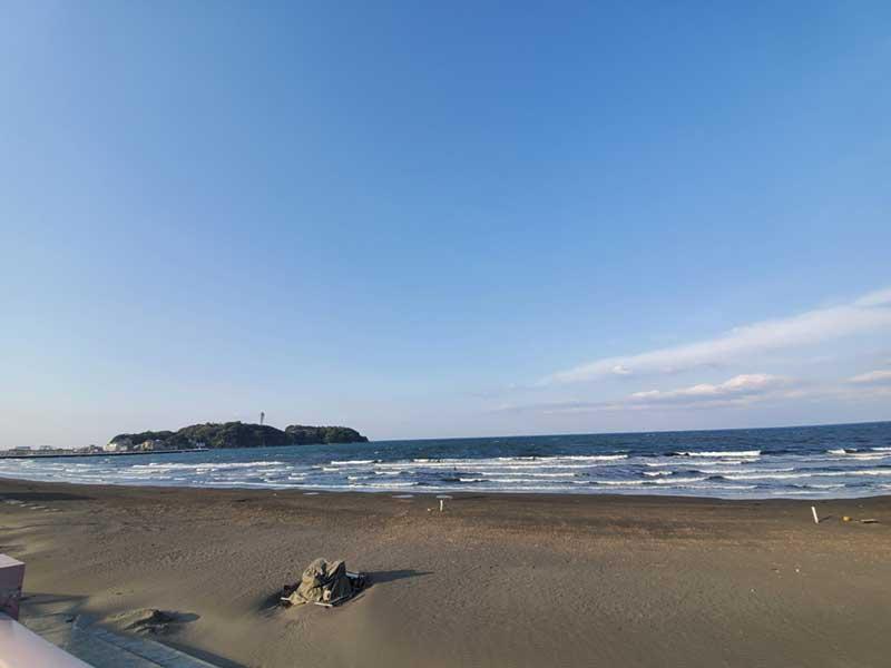 この波だとサーファーはお休みかな