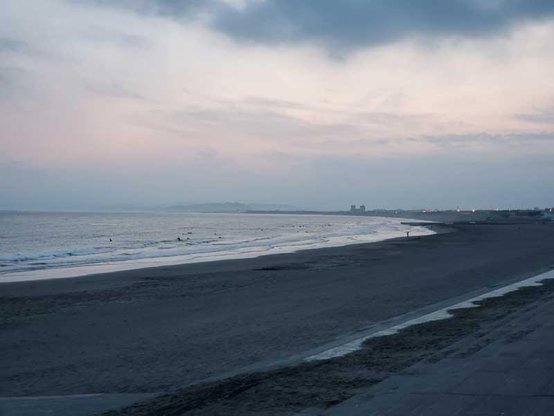 目の前は鵠沼の海