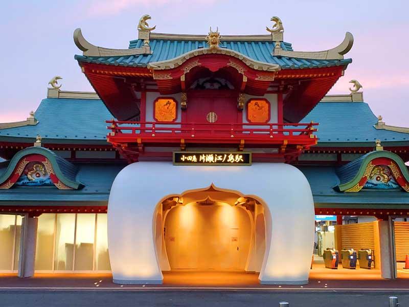ライトアップが綺麗な新片瀬江ノ島駅