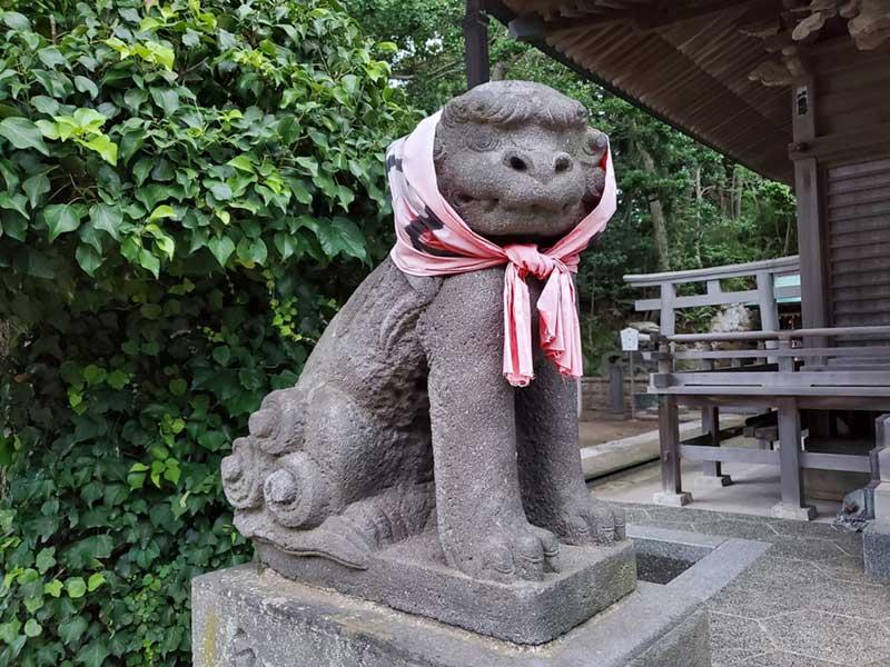 小動神社のほっかむり狛犬