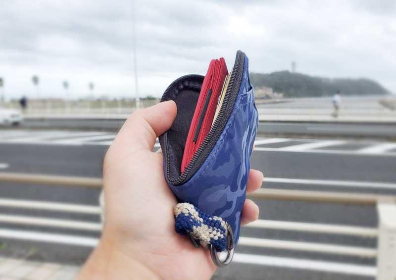 エコバッグを財布に忍ばせお買い物