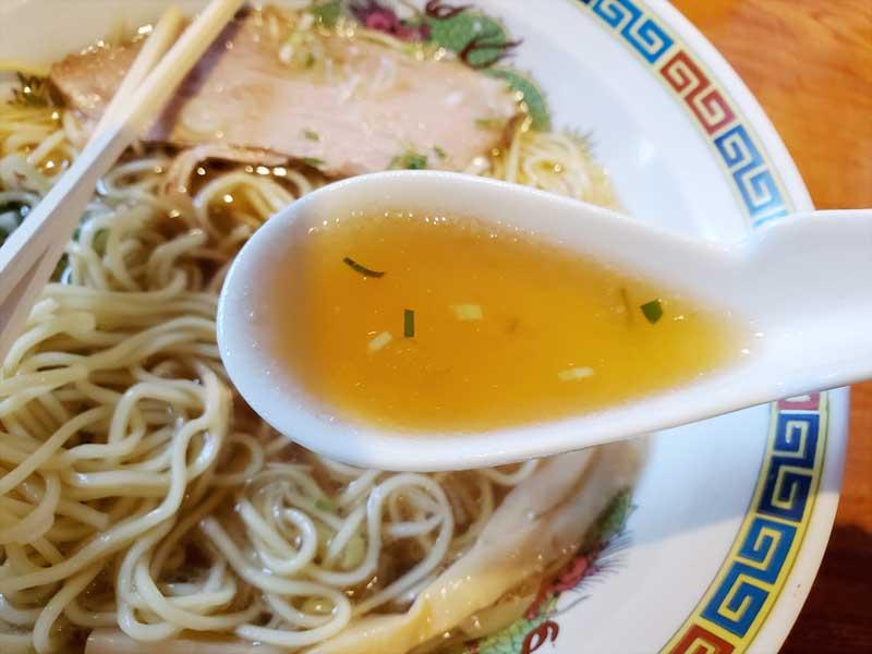 醤油スープも貝だしで上品