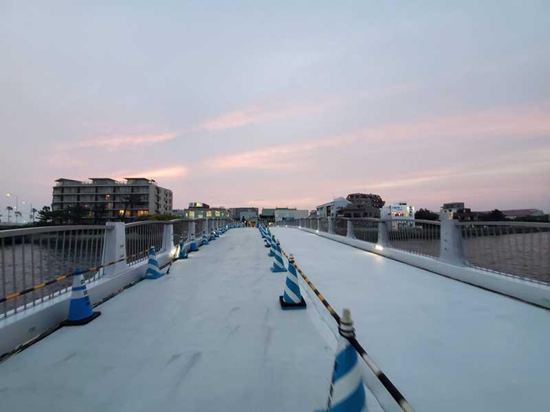 片瀬江ノ島駅の前にある弁天橋