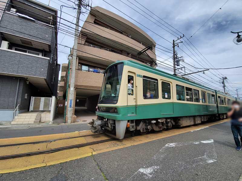 江ノ電が駆け抜ける街、腰越