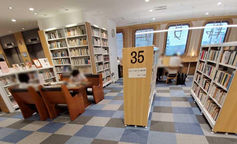 本棚の奥が閲覧・学習席