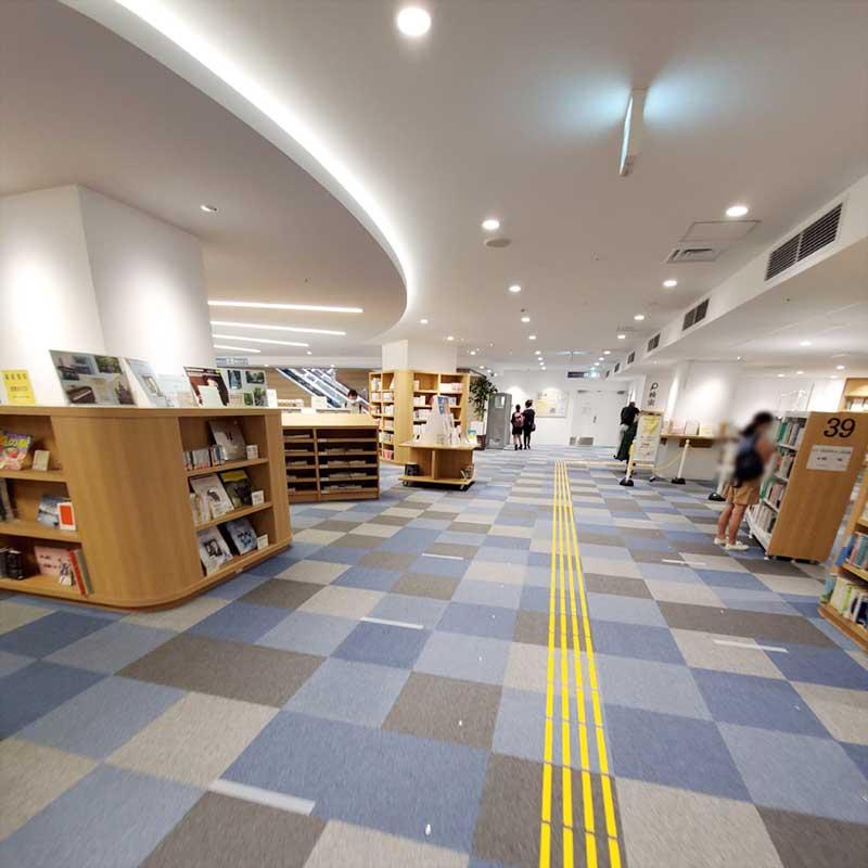 まだ新しい図書館