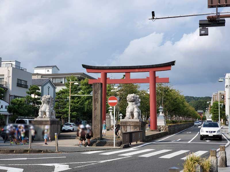 鎌倉若宮大路にある二の鳥居