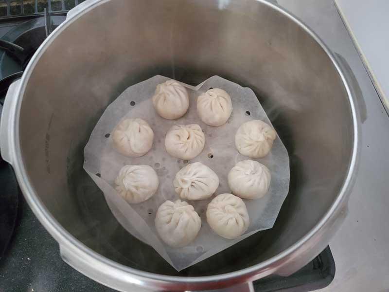 蒸し器で10分ほど蒸す
