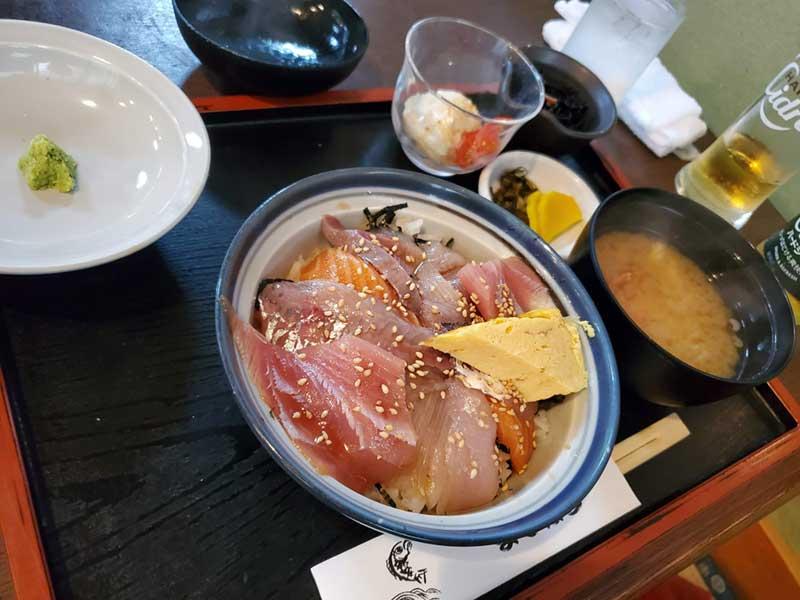 地魚丼も美味しい!