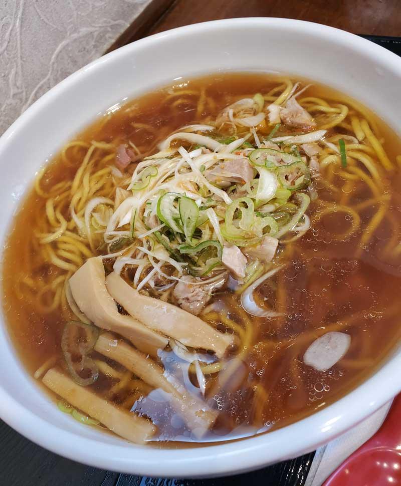 ピリ辛の唐辛子練り込み麺