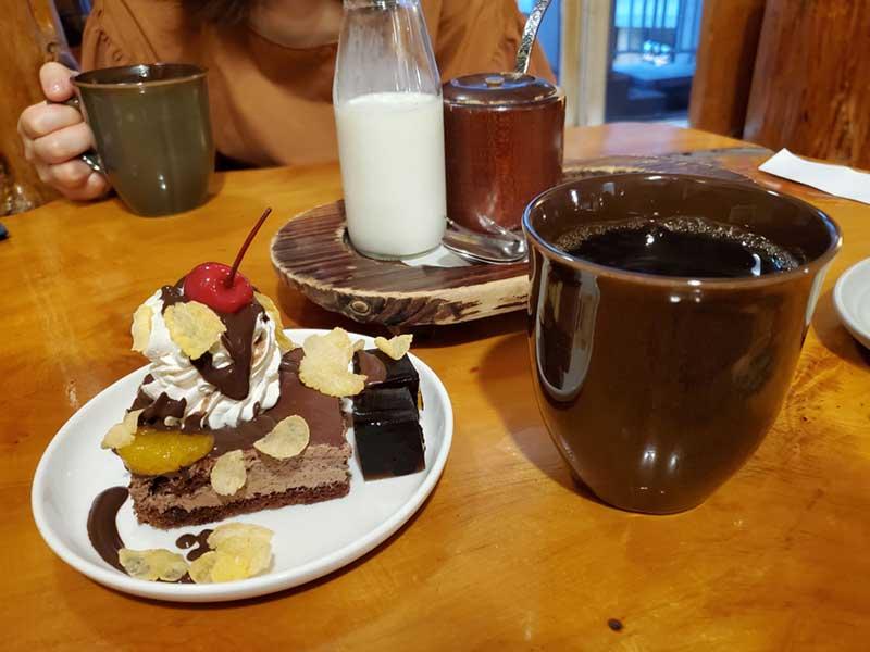 OBのブレンドとチョコケーキ