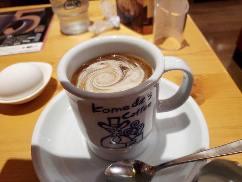 コーヒーにミルクを落として戦闘準備完了