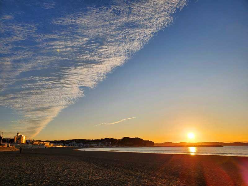 目の前に広がる江ノ島の海の景色