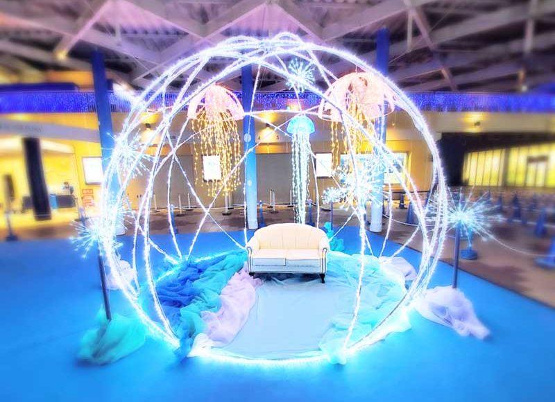 【新江ノ島水族館イルミネーション2020】巨大な輝くクラゲのドーム!光るチェアーで映え確定!