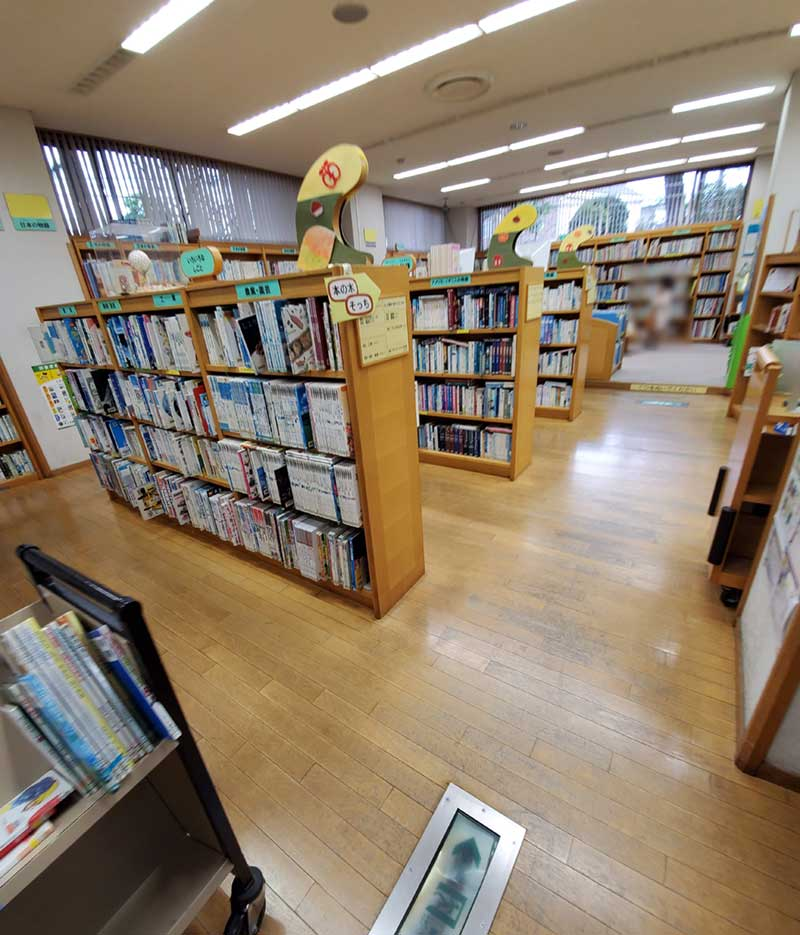 辻堂市民図書館1階の様子