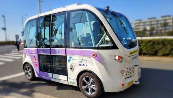 【江ノ島で自律走行実証車と遭遇】「ROBOT TOWN SAGAMI」の自動運転バスの実験か?
