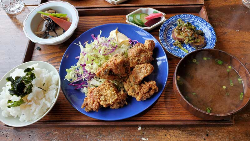 TOUSHA名物の「山椒と生海苔の鶏唐揚定食」