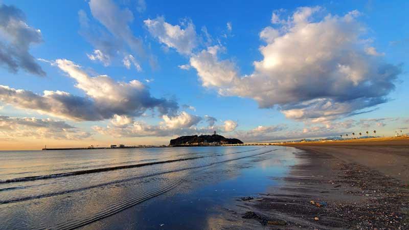 目の前は東浜と江ノ島の絶景