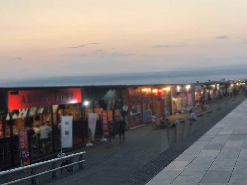夜はクラブ状態だったコロナ前の片瀬西浜