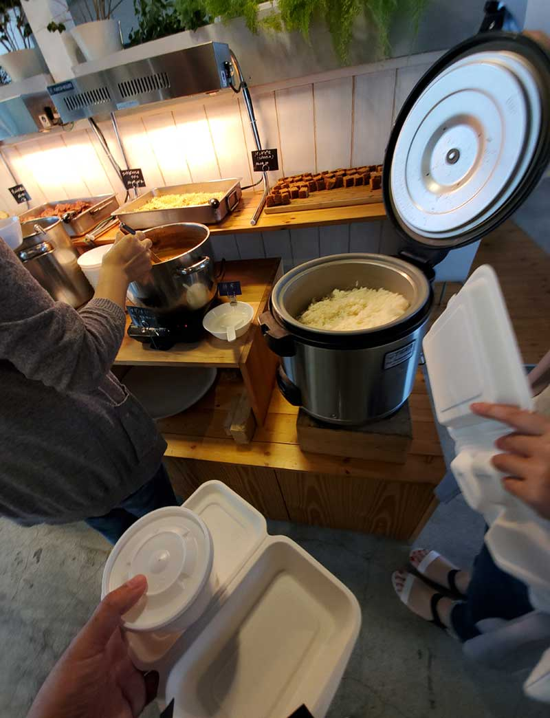 弁当BOXとスープ容器を持っていぜ詰め放題!