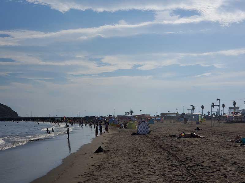 江ノ島方面の西浜は大賑わい
