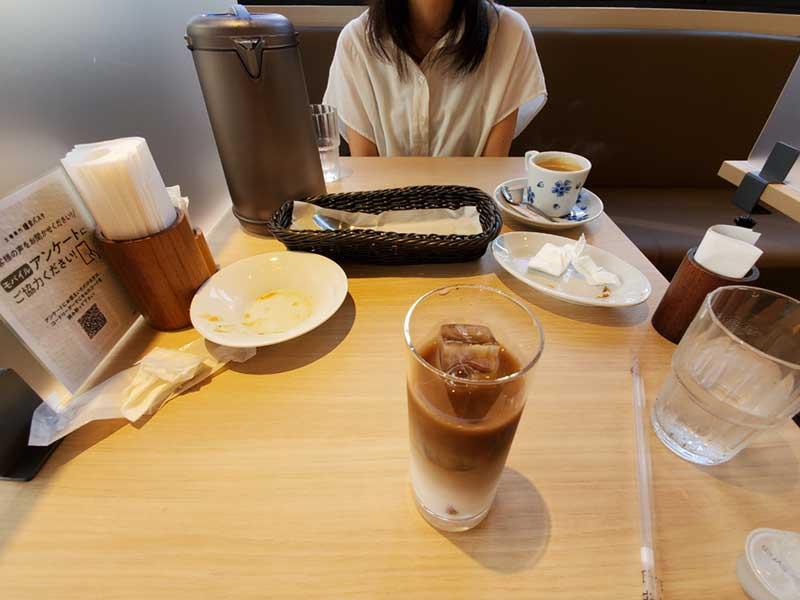 食後はカフェオレを飲んでまったり