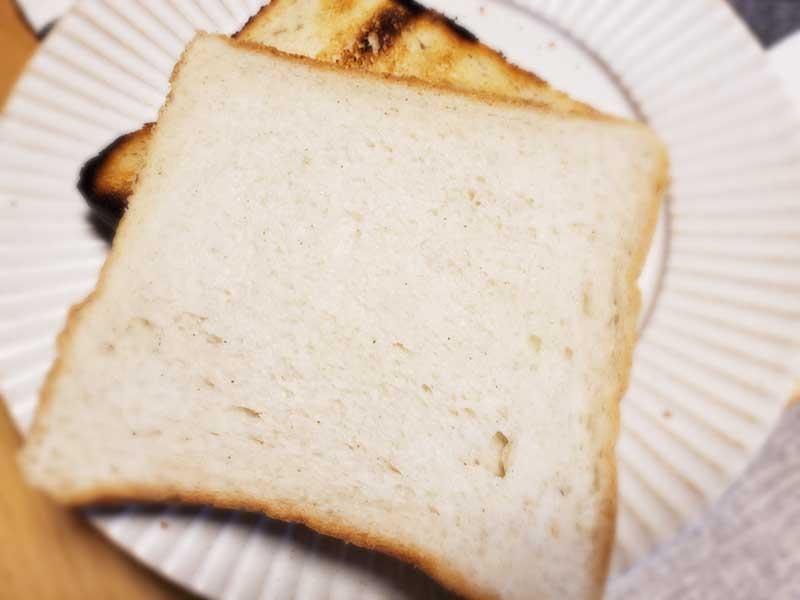 プレーンとトーストの食べ比べ